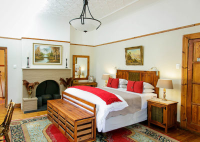 Accommodation in Oudtshoorn - Comfort King bedroom - double bed and fireplace