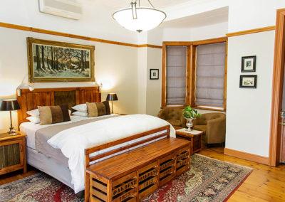 Accommodation in Oudtshoorn - Comfort King bedroom - double bed