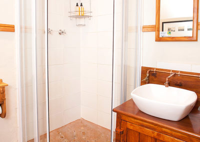 Corporate Accommodation Oudtshoorn bathroom